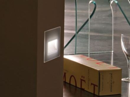 LED glass and aluminium foot- and walkover light