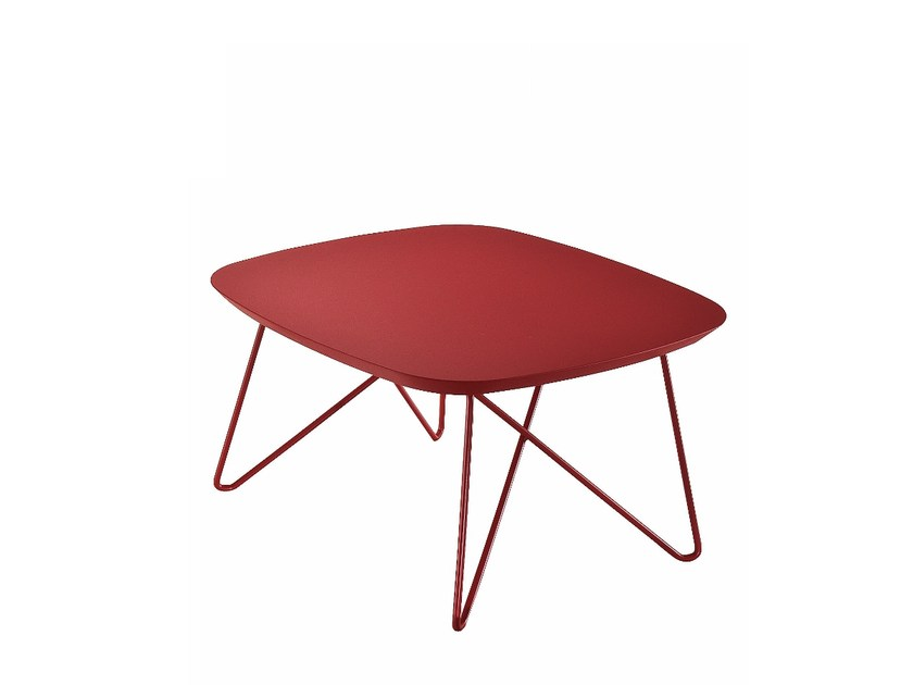 Design low steel coffee table