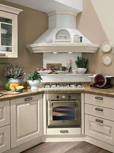 Cucina in legno con maniglie laura cucina in legno cucine lube - Cucine con cappa ad angolo ...