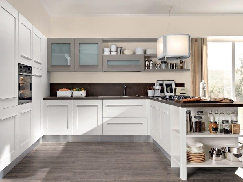 Cucina laccata con maniglie integrate gallery cucina con - Cucina lube gallery ...