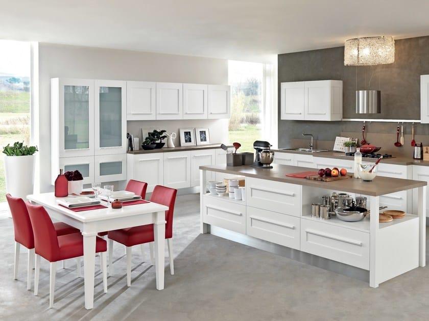 Cucina con isola con maniglie integrate gallery cucina - Cucine classiche con isola ...