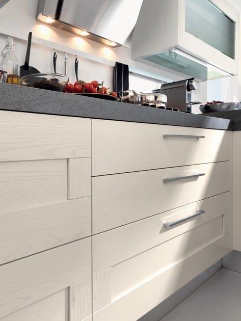 Cucina decapata laccata con maniglie gallery cucina con maniglie cucine lube - Maniglie mobili cucina ...