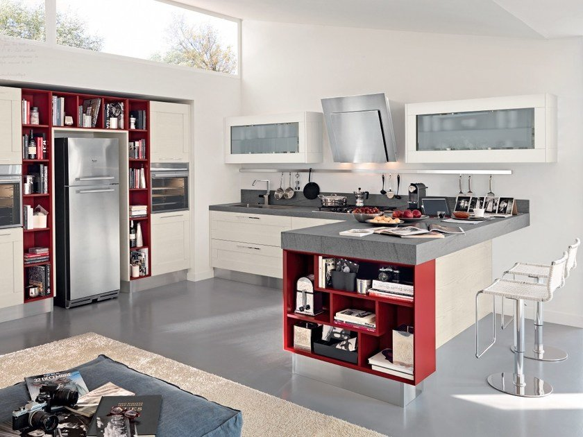 Decapé lacquered kitchen with handles GALLERY | Kitchen with handles by Cucine Lube