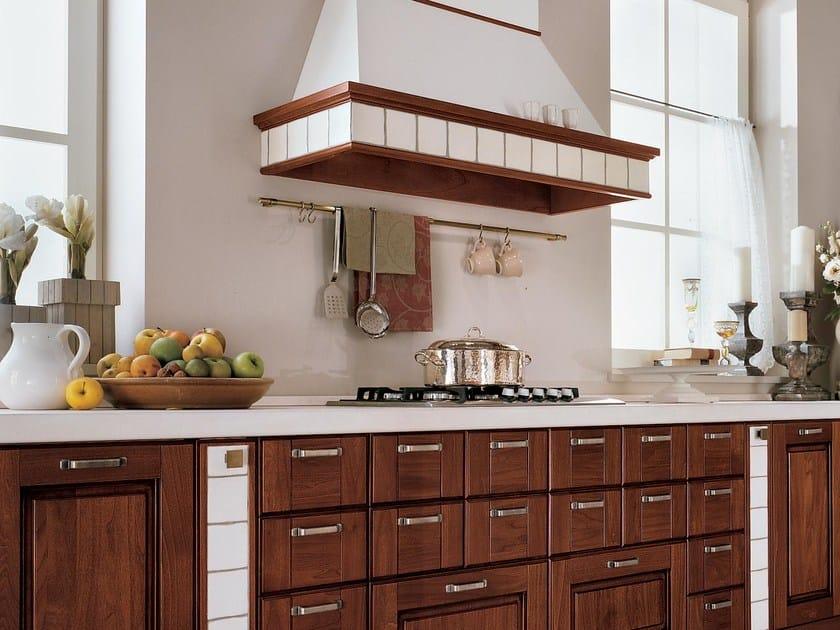 Cucina in legno massello con isola agnese cucina con - Cucine classiche con isola ...