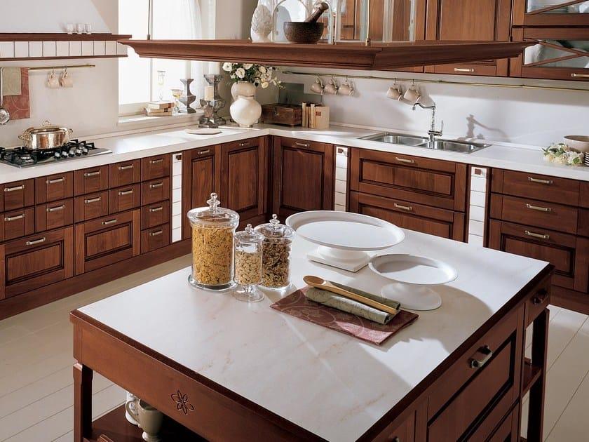 Cucina in legno massello con isola agnese cucina con for Cucine legno massello