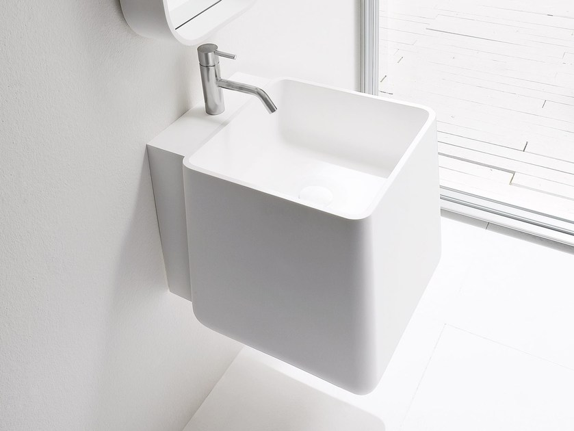 Wall-mounted Korakril™ washbasin