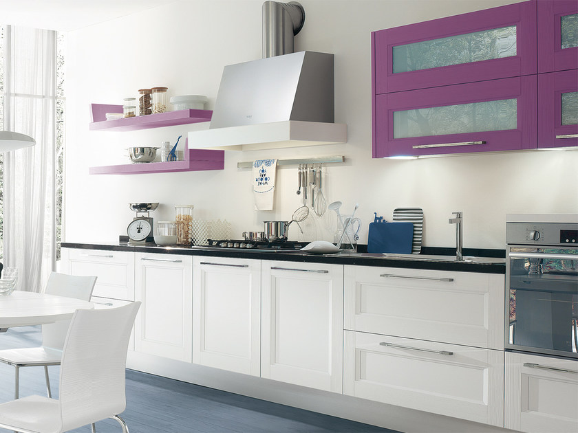 Lacquered solid wood fitted kitchen