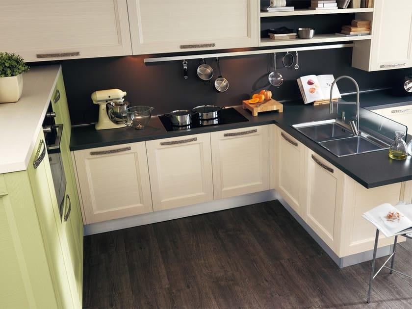 Cucina in legno massello con maniglie GEORGIA   Cucina con maniglie ...