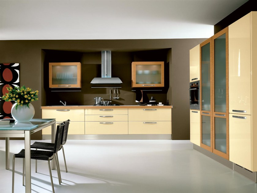 Lacquered wooden fitted kitchen with handles