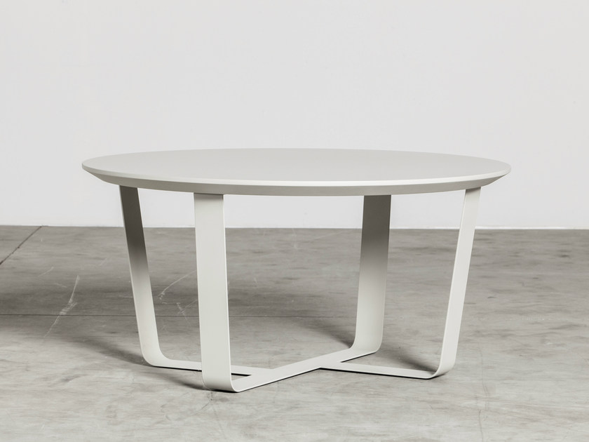 Low powder coated steel coffee table BINO | Round coffee table by Miniforms