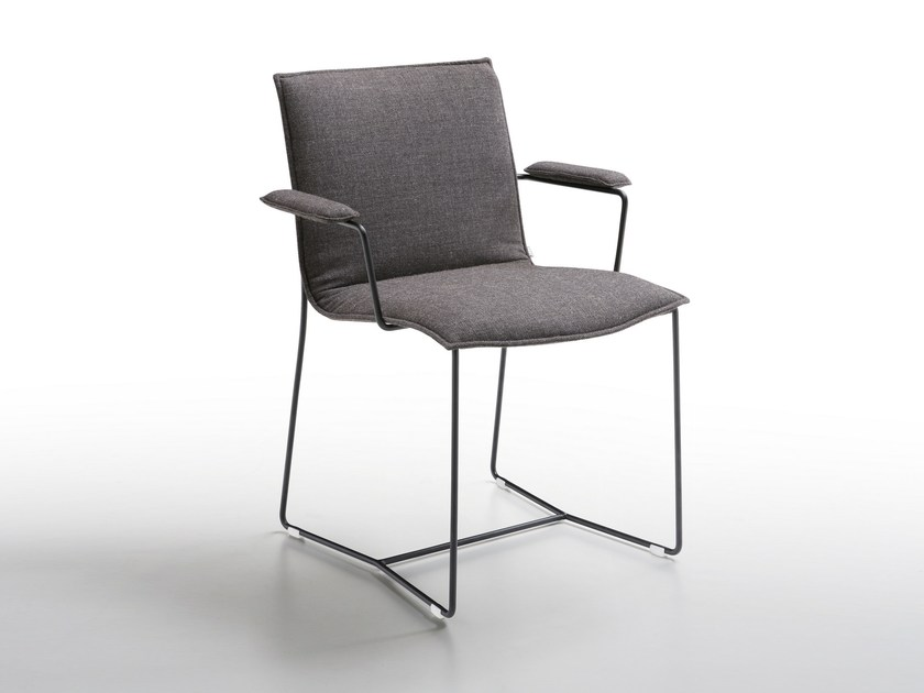 Sled base upholstered chair with armrests PIURO | Chair with armrests - Jori