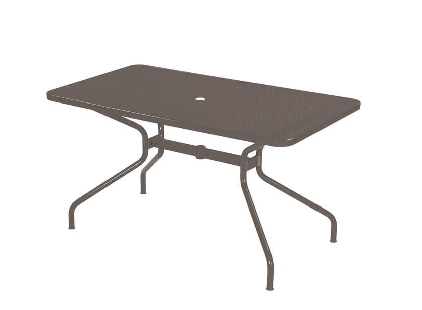 table de jardin rectangulaire en acier design avec trou pour parasol collection cambi by emu. Black Bedroom Furniture Sets. Home Design Ideas