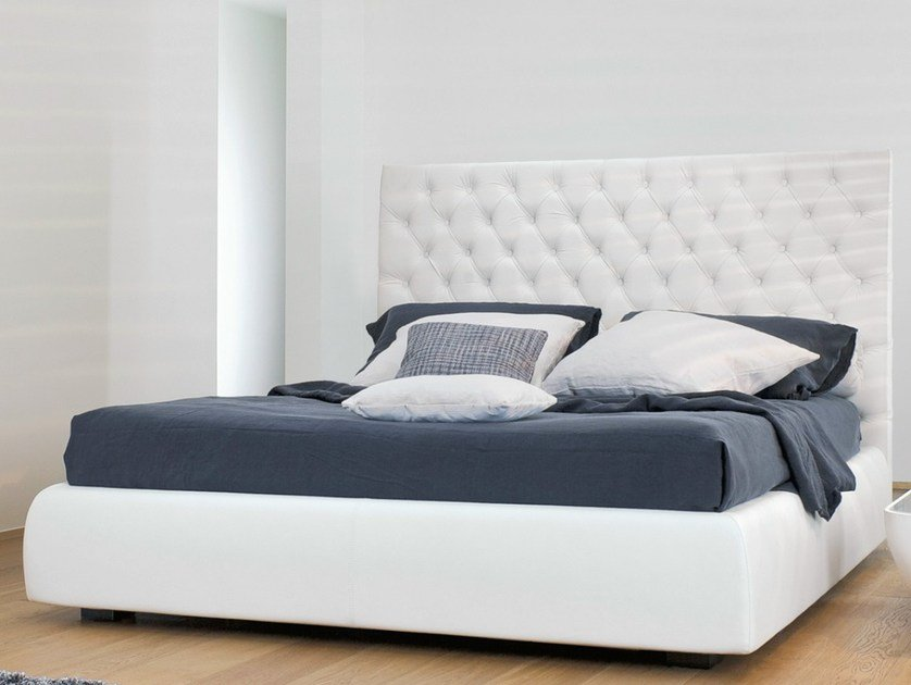 Double bed with high headboard BUTTONDREAM by Bonaldo