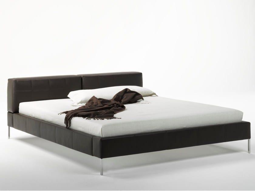 Letto imbottito matrimoniale in pelle britt bed collezione britt by matteograssi design t wise - Letto imbottito pelle ...