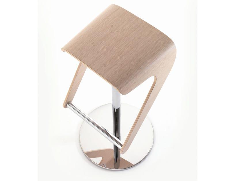 Swivel stool WOODY by PEDRALI