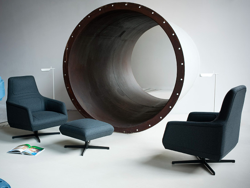 Upholstered armchair with 4-spoke base with armrests DRESSED | Armchair - Tacchini Italia Forniture