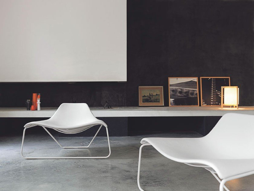 Relaxing armchair GLIDE by Tacchini