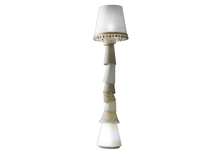 Fabric floor lamp MARGÒ | Floor lamp by Karman