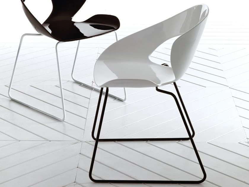 Sled base fiberglass chair MINIMA | Sled base chair - Esedra by Prospettive