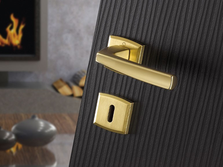 Brass door handle on rose with lock ACAPULCO | Brass door handle - HOPPE