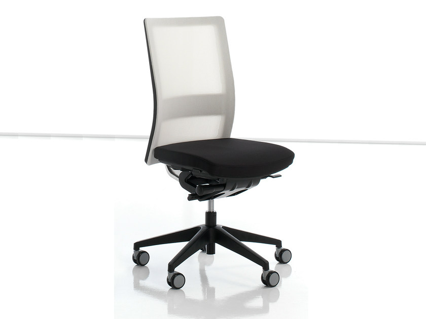 Mesh task chair with 5-Spoke base ITEK | Task chair by Inclass Mobles