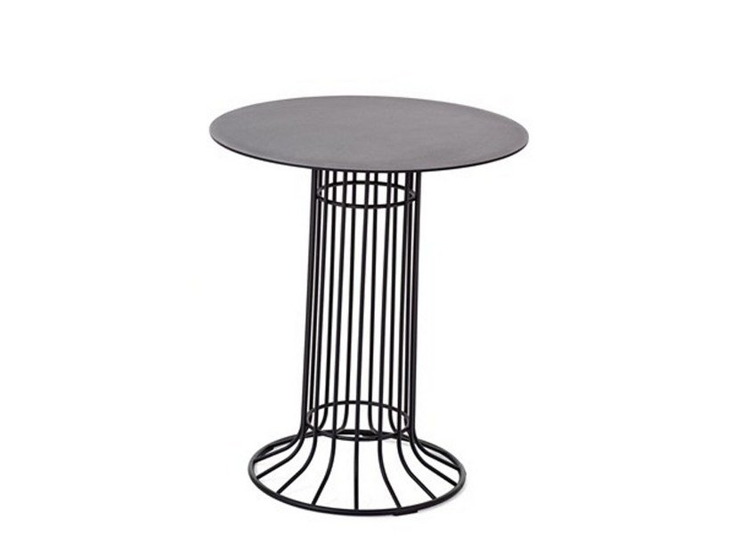 Round steel garden side table KASKAD | Garden side table - Nola Industrier