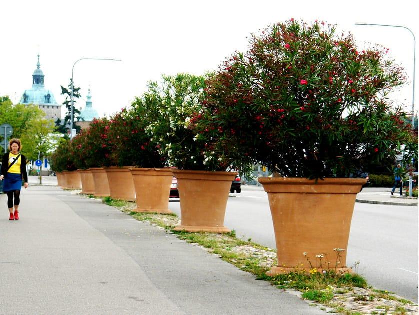 Reinforced concrete Flower pot KALMAR | Flower pot by Nola Industrier