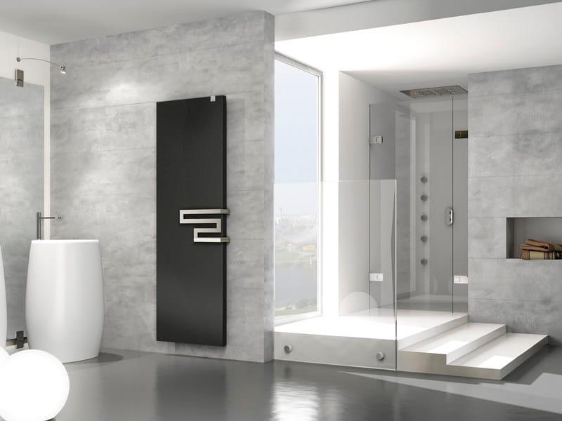 Termoarredo elettrico verticale in acciaio a parete relax for Termoarredo salone