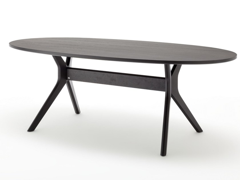 Oval wooden dining table ROLF BENZ 965   Oval table by Rolf Benz