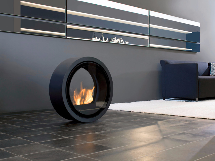 Freestanding bioethanol fireplace with panoramic glass ROLL FIRE - conmoto by Lions at Work