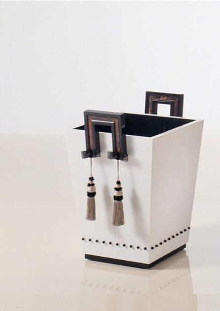 Wooden magazine rack S81 | Magazine rack by Rozzoni