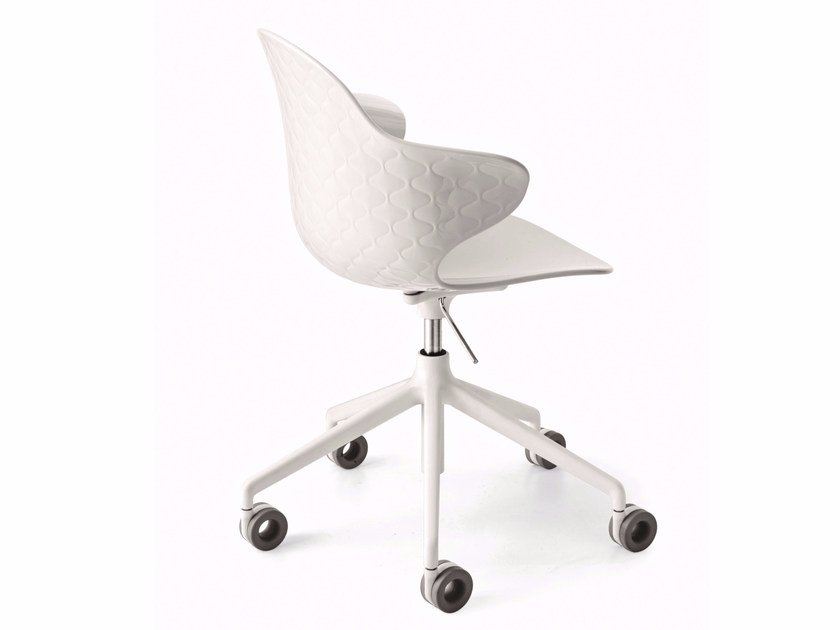 Polycarbonate chair with 5-spoke base with casters SAINT TROPEZ | Chair with casters by Calligaris