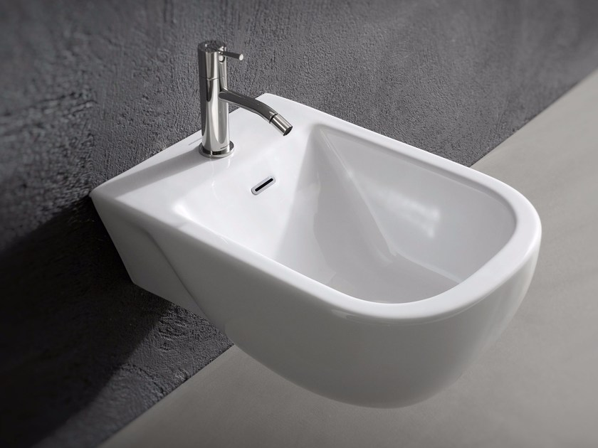 Bidet sospeso in ceramica collezione sella by antonio lupi for Architec bidet sospeso
