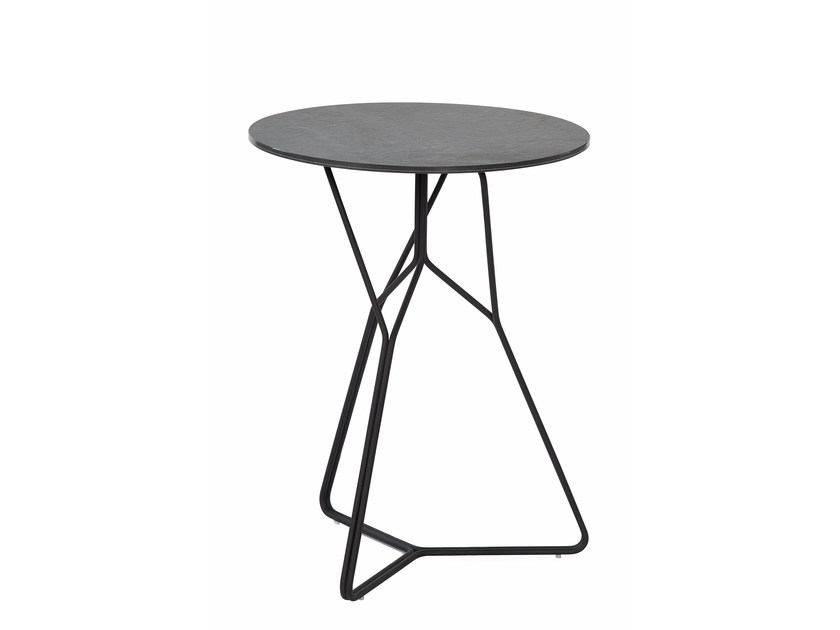 Round garden side table SERAC | Side table by OASIQ