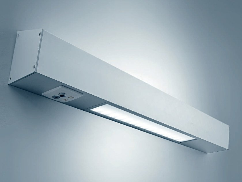 LED direct-indirect light extruded aluminium wall lamp SHINE by PLEXIFORM