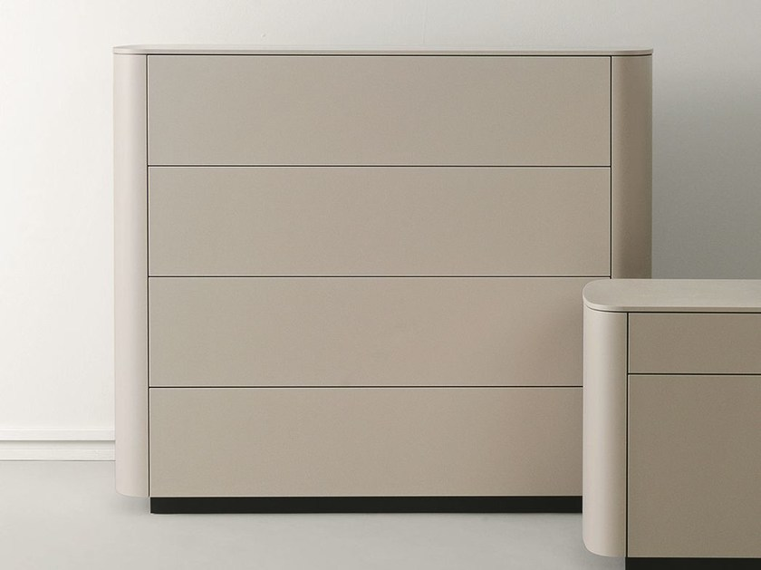 Free standing lacquered wooden chest of drawers SIDE | Lacquered chest of drawers by Caccaro