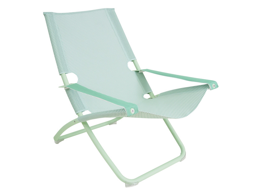 Folding deck chair with armrests SNOOZE | Deck chair - EMU Group S.p.A.