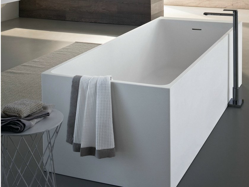 Freestanding rectangular bathtub SQUARE by Idea