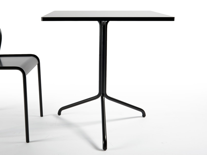Square table CANNET | Square table by Atipico