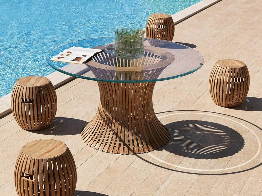 Round wood and glass garden table SWING | Wood and glass table by Unopiù