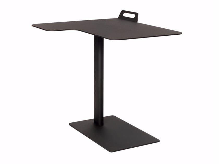 Powder coated steel corner side table TAIL CORNER - Palau