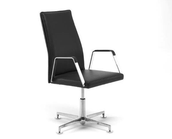 Leather task chair with 4-Spoke base with armrests .QU 1 | Task chair with 4-Spoke base by Spiegels