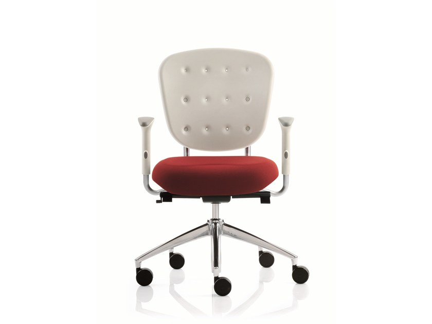 Task chair with 5-Spoke base with armrests FLOW | Task chair with armrests by Emmegi