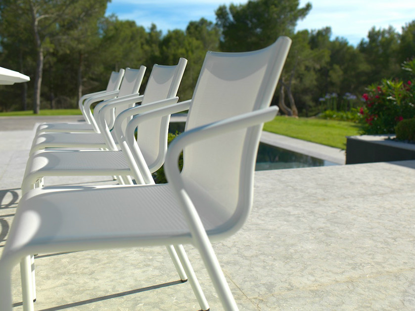 Stackable Batyline® garden chair with armrests HYBRID 77 | Chair - Les jardins