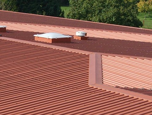Metal ventilated roof system VENTILCOVER by Ondulit Italiana
