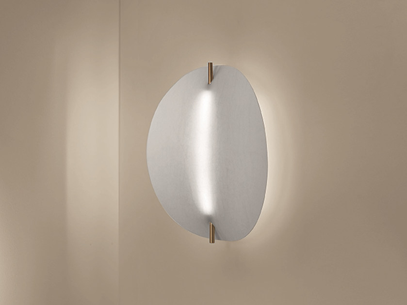 LED direct-indirect light brass wall light EOS | Wall light by Artemide