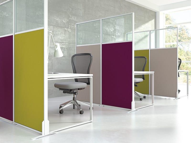 Pannello divisorio free standing mobile modulare isola for Divisori mobili per ufficio