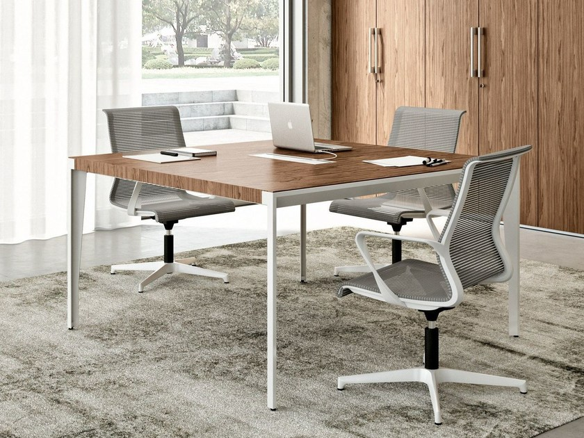 Square meeting table with cable management X9 | Square meeting table by Quadrifoglio