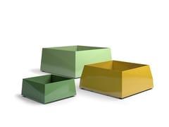 Fioriera per spazi pubblici quadrata in acciaio verniciato a polvereBLOC | Fioriera per spazi pubblici - VESTRE