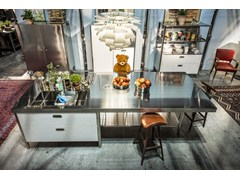 Cucina componibile in acciaio inox in stile Bauhaus con isola con maniglie integrateCUCINA CONVIVIO – TOP INOX 125X310 | Cucina con isola - ALPES-INOX